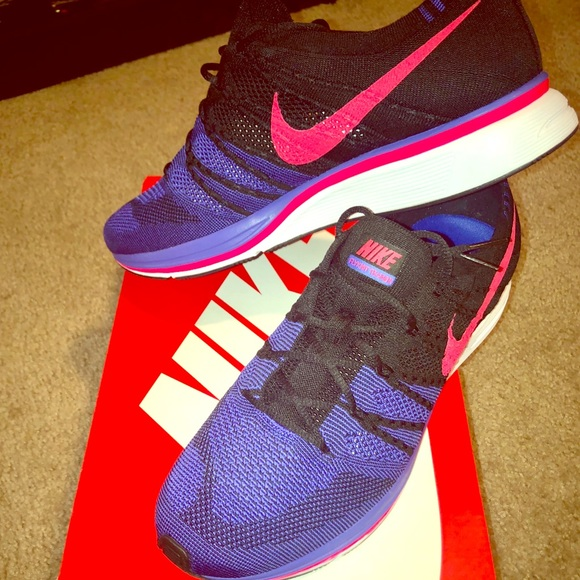 fed09e1f1422 🆕Nike Flyknit Trainer   Persian Violet  11.5
